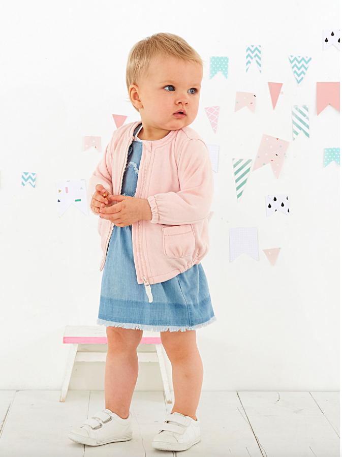 Flash Sale bei [vertbaudet] Jeanskleid für 6,55€ // Latzhose für 9,25€