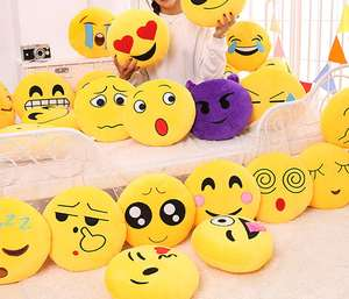 Emoji Kissenhüllen in gelb (33 x 33cm) in zehn verschiedenen Ausführungen für je 1,71€