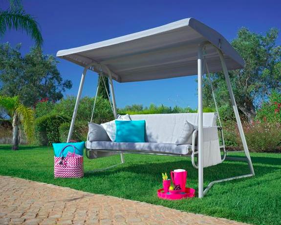 Versandkostenfreie Lieferung bei allen Gartenmöbeln bei mömax, z.B. Hollywoodschaukel