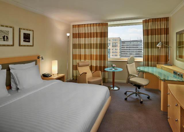 Secretescapes -   Düsseldorf : Übernachtung im 4* Hilton inkl. Frühstück & Parkplatz - pro Zimmer 89 € - 44,50 € pro Person
