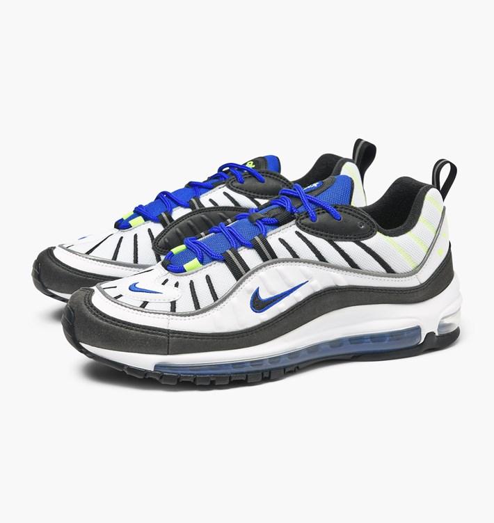 Alle Sneakers im Sale zum halben Preis bei Caliroots, z.B. Air Max 98