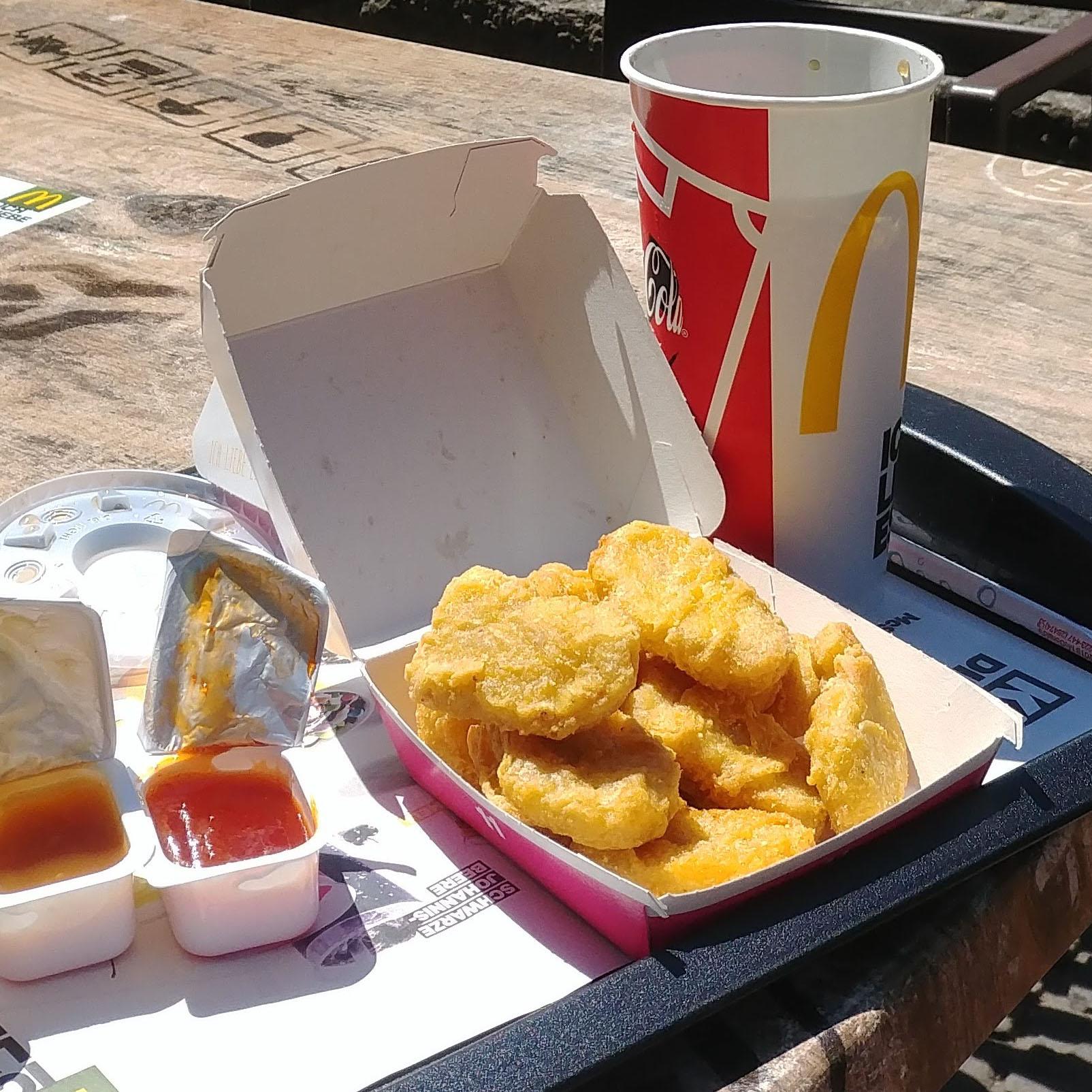 24 McNuggets (4x 6er) bei McDonald's mit 6 Saucen für 3€
