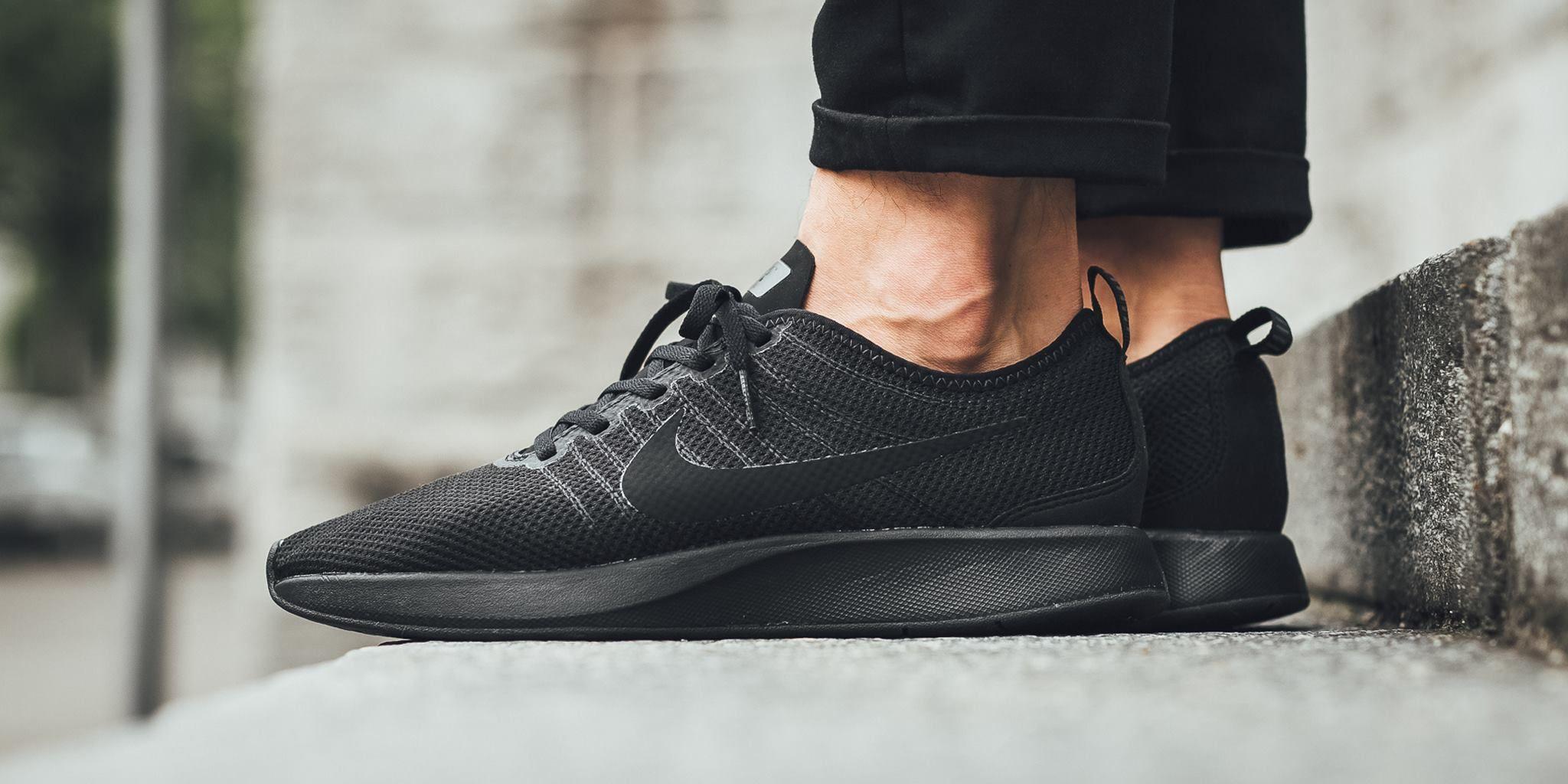 Nike Dualtone Racer in triple black für Herren bis Gr. 47,5