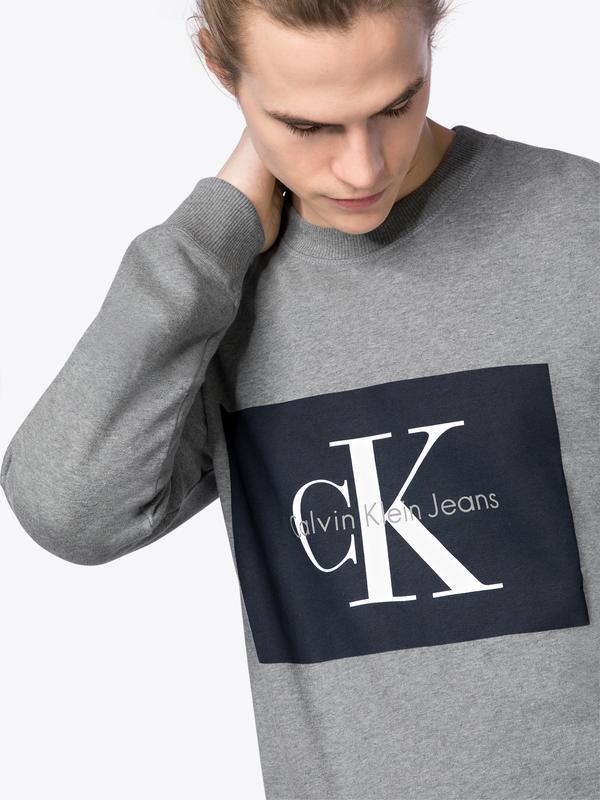 Bis zu 50% extra Rabatt auf Menswear bei AboutYou + gratis Versand, z.B. Calvin Klein Sweatshirt 'HOTORO REGULAR CN HKNIT LS'
