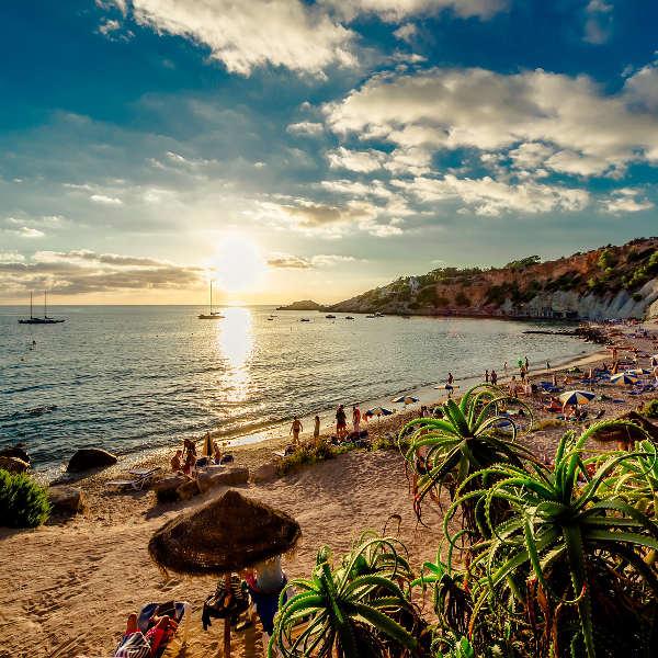 Flüge: Ibiza [August] - Last-Minute - Hin- und Rückflug von Frankfurt, Düsseldorf und Hannover nach Ibiza ab nur 84€ inkl. Gepäck