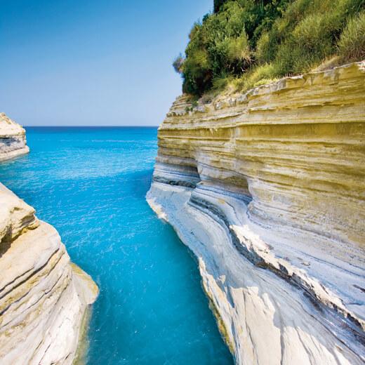 Flüge: Griechenland [August & Sommerferien NRW] - Last-Minute - Hin- und Rückflug von Köln nach Korfu ab nur 61€ inkl. Gepäck