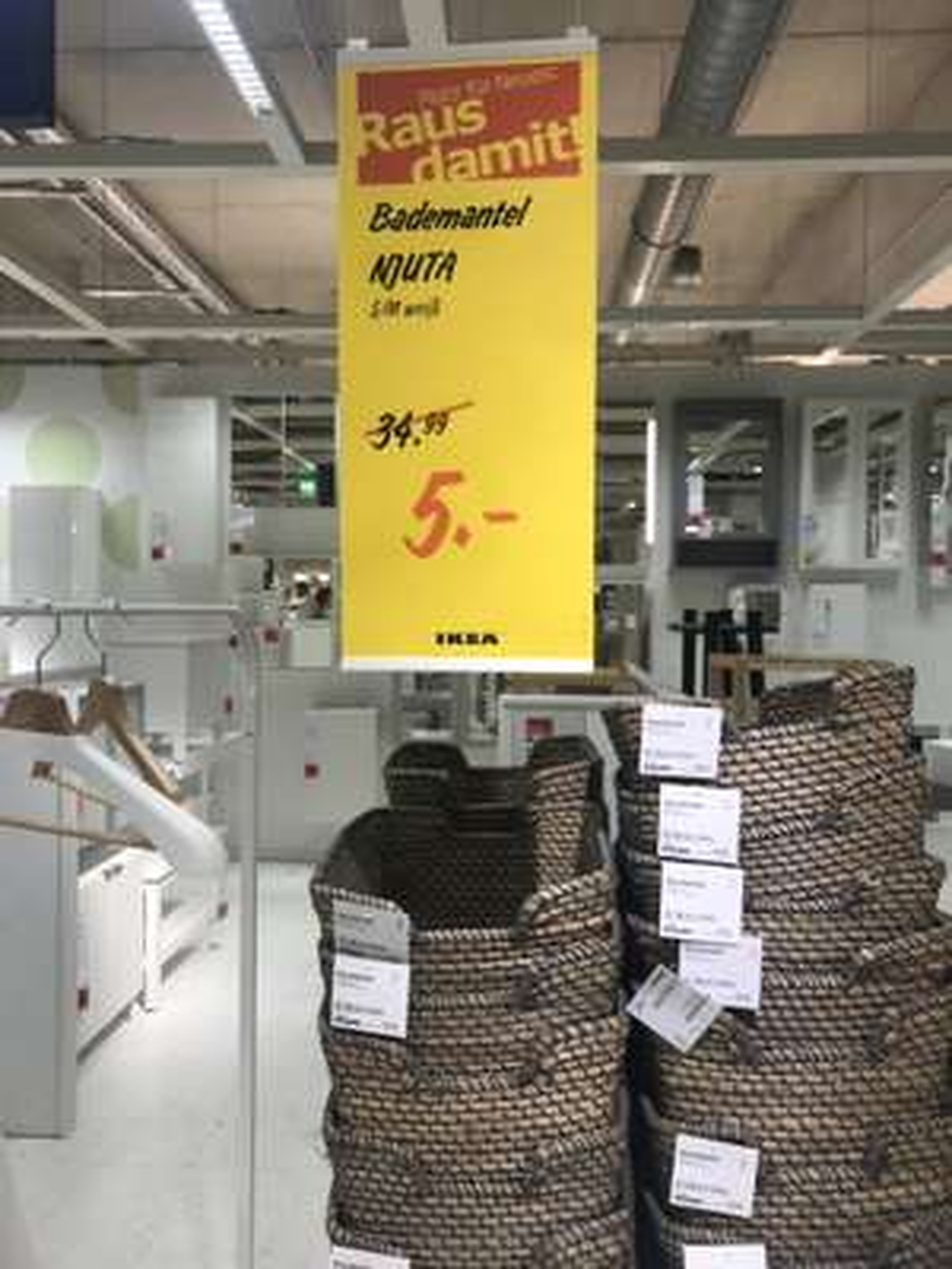 [Lokal Ikea Berlin Lichtenberg] NJUTA Bademantel weiß für 5€, Dvala Bettlaken, Teijn Schaffell 2 für 1