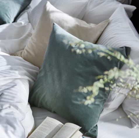 Verschiedene Coupons im neuen (auch digitalen) Ikea-Katalog [Einlösung offline], z.B. bis Sonntag: Sanela Kissenbezug, 50x50 cm, 100% Baumwolle