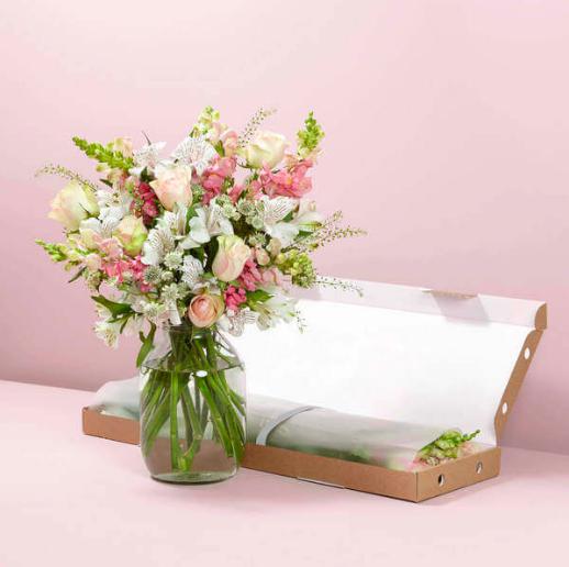 10€ Rabatt auf alle Blumensträuße und Kreativblumenboxen bei Bloom & Wild