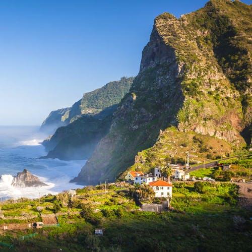Flüge: Madeira [Dezember] - Hin- und Rückflug über Weinachten und Silvester von Hannover und Köln nach Funchal ab nur 84€ inkl. Gepäck