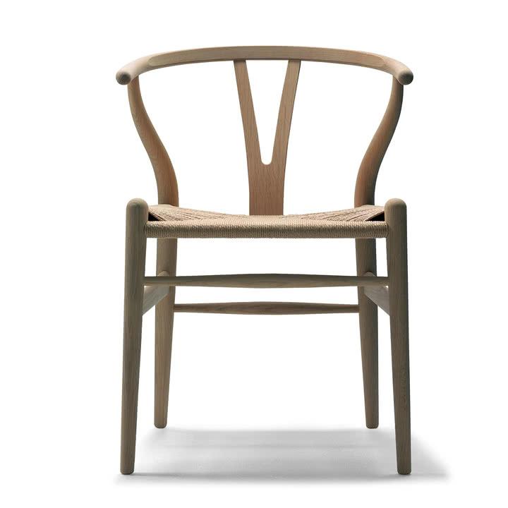 Wishbone Chair (Carl Hansen CH24) von Hans Wegner in allen Farben [Connox]