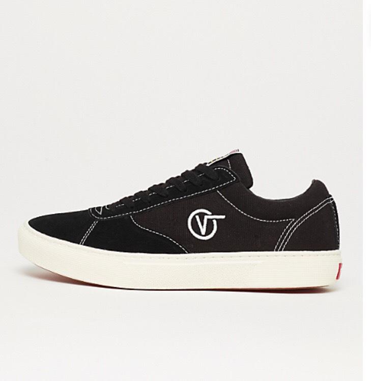 Für Sneaker Fans: Vans Paradoxxx in schwarz oder blau