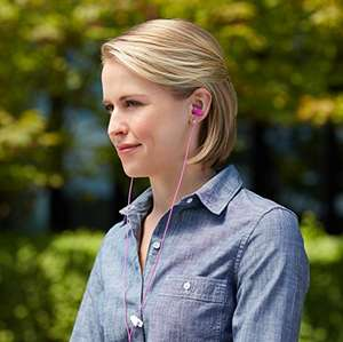 [AMAZON Plusprodukt] AmazonBasics In-Ear-Kopfhörer, Pink