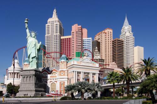 Reisen: Las Vegas 10 Tage für 774€ p.P. (Flug ab Frankfurt, Hotel, Mietwagen, 2 Pers.) von Februar bis April