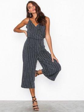 Adventskalender bei nelly.com: Nur heute 30% auf Vero Moda Artikel, z.B. Wiona Singlet Jumpsuit