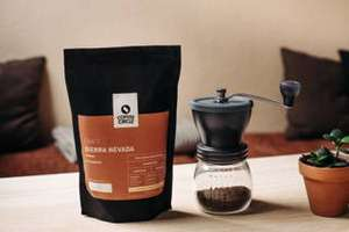[Coffee Circle] Hario Skerton Kaffeemühle + Füllartikel nach Wahl (Kaffeebohnen, Becher etc.)