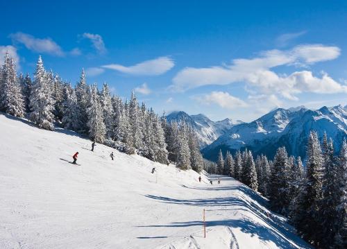 Skireise: 8 Tage Frankreich für 99€ p.P. (4 Pers., Skipass, Appartement) im Dezember