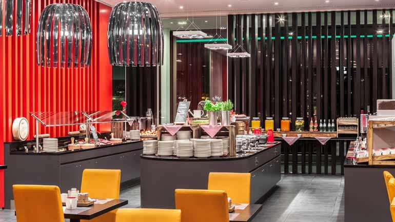[ lokal München ] Frühstücks-Buffet (All you can Eat) an Wochenenden und Feiertagen für 9€ @ Holiday Inn Hotel