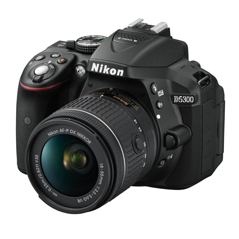 Nikon D5300 + AF-P 18-55 VR mit Tasche und Speicherkarte zum Schnäppchenpreis