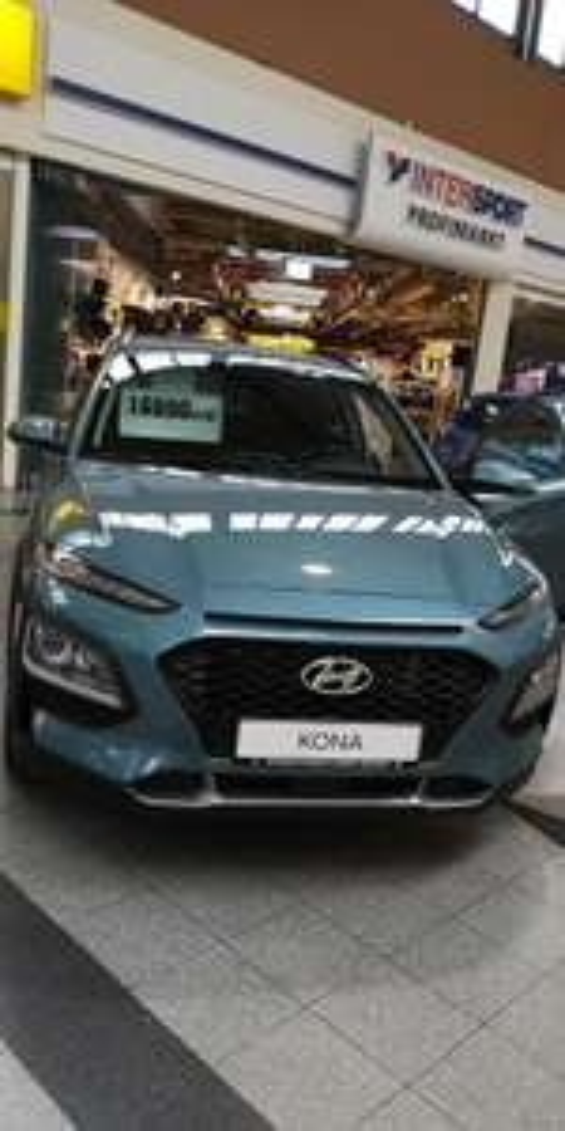 Lokal Rostock, Hyundai Kona Select viel Ausstattung.