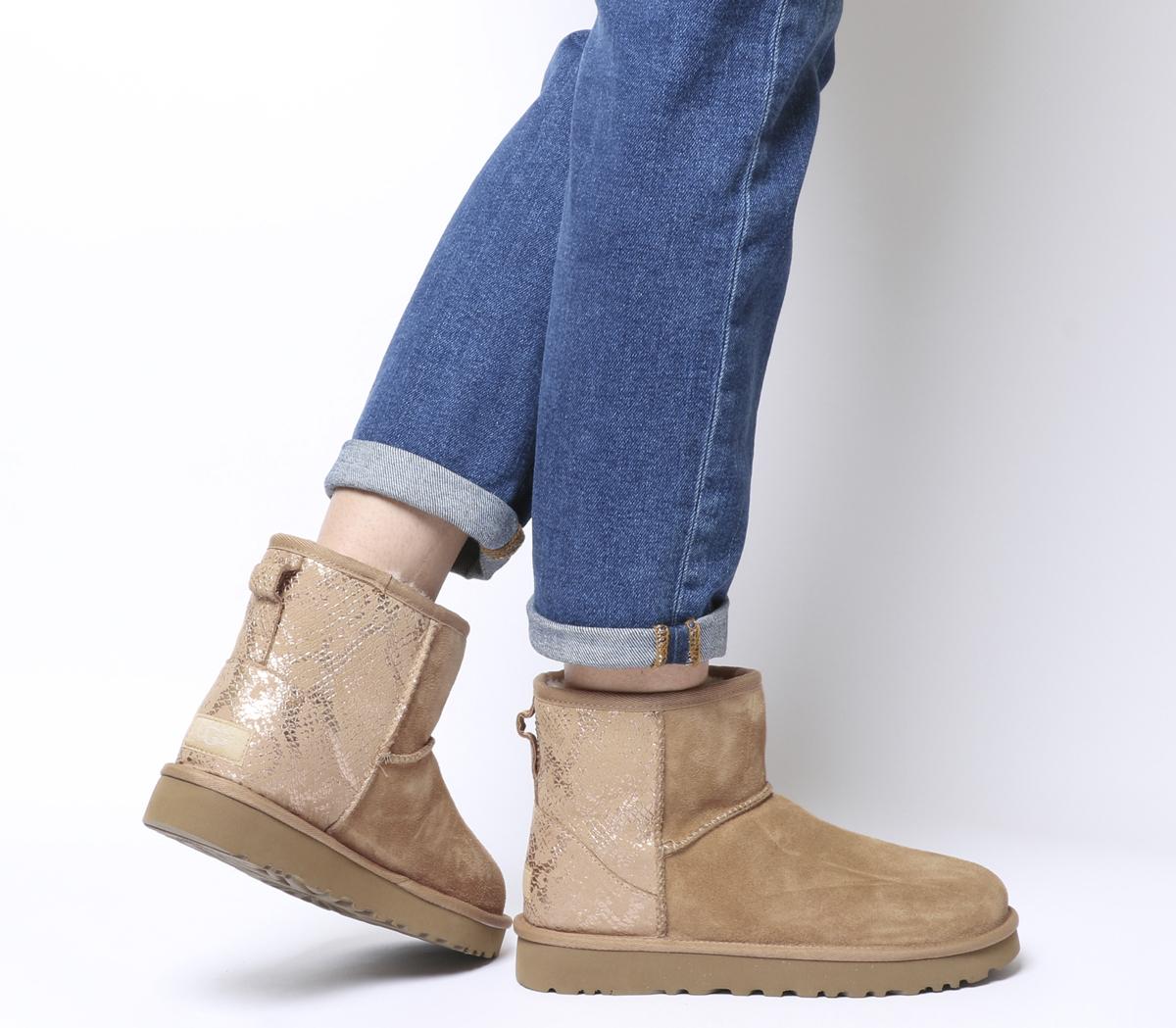 UGG Boots im Sale, z.B. UGG Classic Mini Metallic Snake Boots Rose Gold