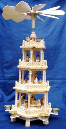 Weihnachtspyramide 54cm hoch mit 4 Etagen inkl. Kerzen für nur 14,99 @ MaxBahr