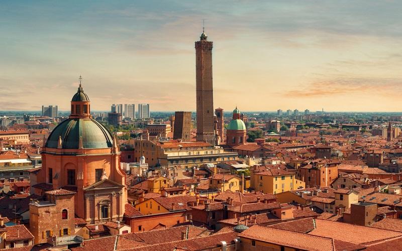 Hin- und Rückflug von Stuttgart nach Bologna für 2 Personen für 23,26€ im Mai