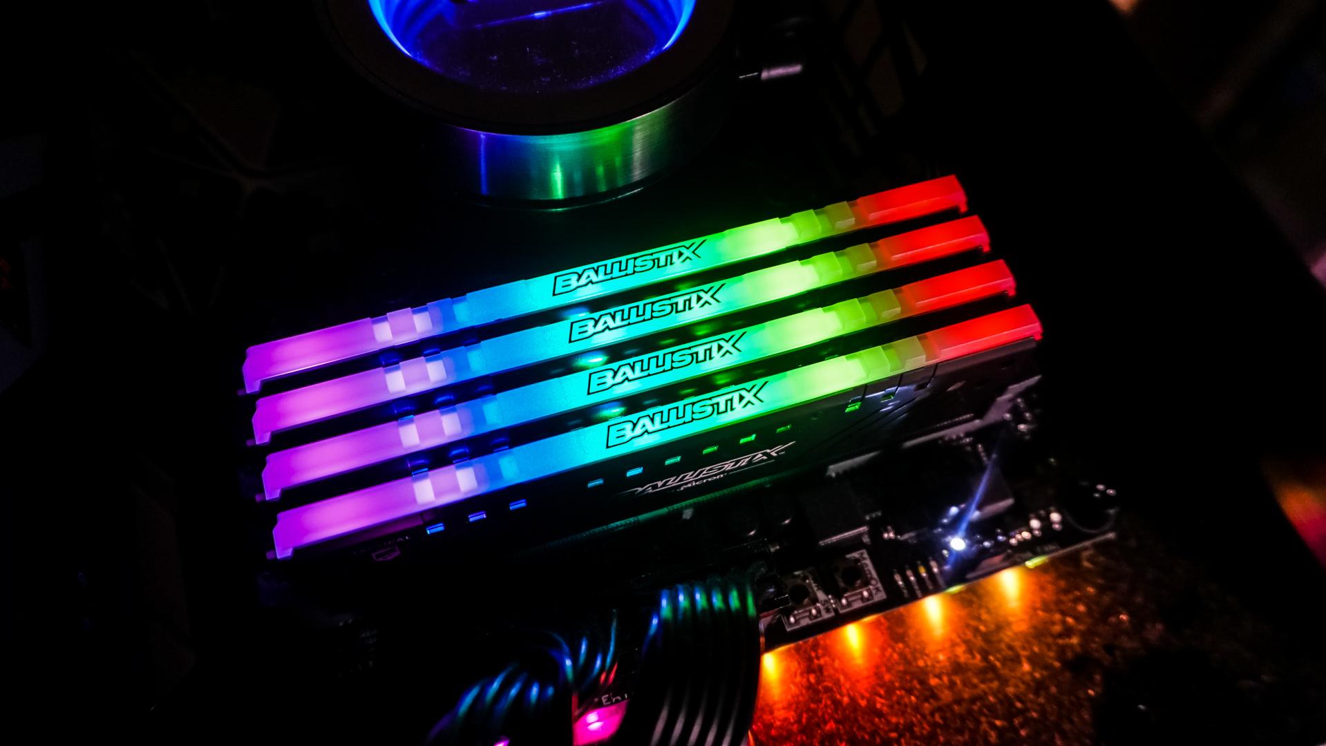 Ballistix Tactical Tracer RGB 32GB Kit (4x8GB) DDR4-2666 CL16 DIMM Arbeitsspeicher