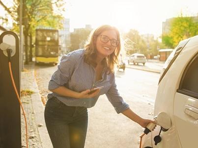 Elektroauto mit 15 € kostenlos bei EnBW Ladepunkten aufladen (ADAC Kunden)