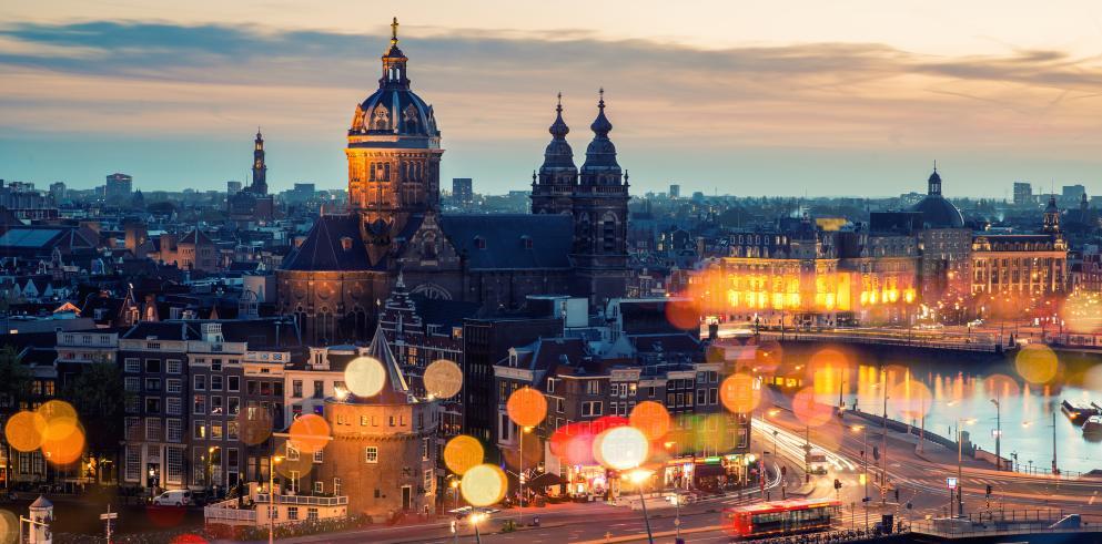 Luxus-Junggesellenabschied in Amsterdam: 4-Sterne-Hotel für 37,50 p.P/Nacht inkl. Frühstück, Kitchenette, Airport-Shuttle, Fitness und Spa   Alternativ für 79€ p.P für 2 Nächte in einem anderen 4 Sterne Hotel