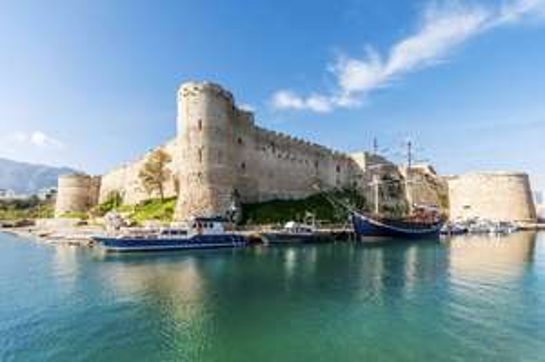 Flüge: Zypern [Juli - August] Hin und Zurück von Berlin und Basel nach Larnaca oder Paphos ab 56€ inkl. Gepäck und Zug zum Flug