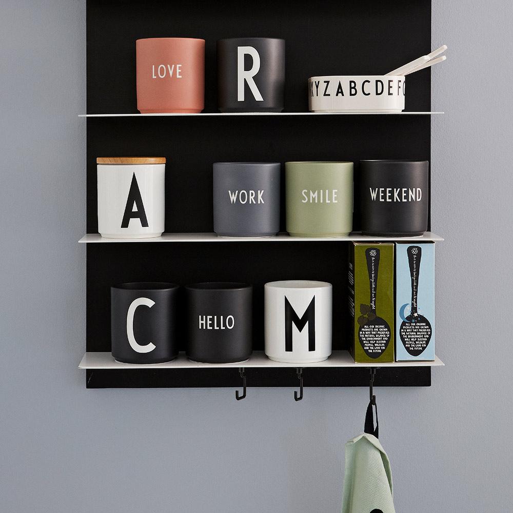 4 für 3 Becher bei Bertine und Nostalgie im Kinderzimmer, z.B. 4 Becher von der neuen Design Letters-Kollektion