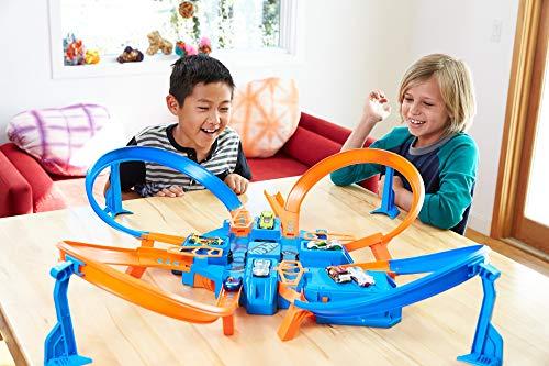 Hot Wheels DTN42 Action Criss Cross Crash Trackset, motorisiertes Auto Looping Spielset mit Parkplätzen inkl. 1 Spielzeugauto, ab 6 Jahren