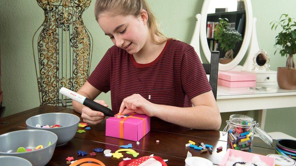 Bosch Gluey [Amazon Prime] Akku Heißklebestift in Smoky Grey mit 20 Klebesticks
