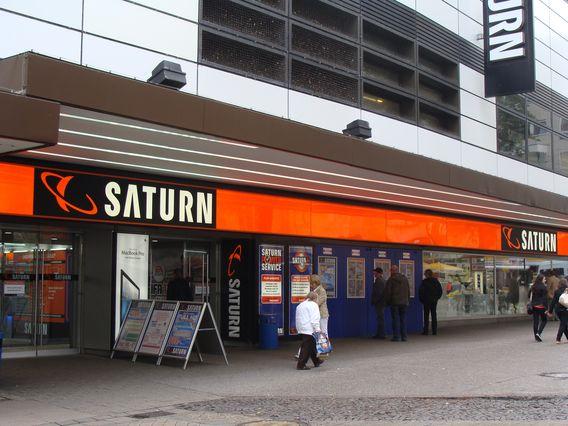 Samsung GQ55Q90 + Galaxy S10e +Sky-Ticket+DAZN+WaipuTV [Saturn Dortmund Westenhellweg - City]