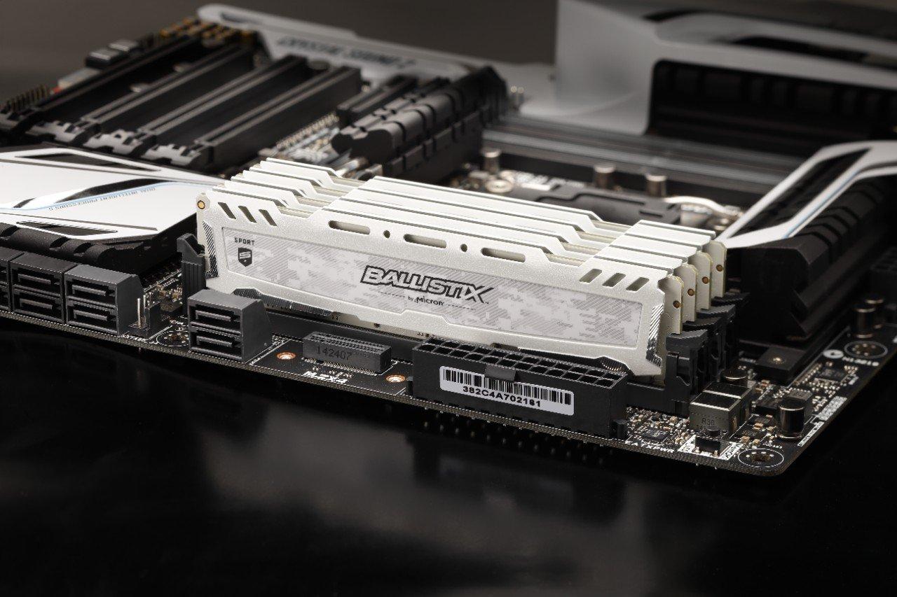 Ballistix Sport LT Weiß 16GB DDR4-3000 CL15 DIMM Arbeitsspeicher für 56,99€ (NBB + Amazon)