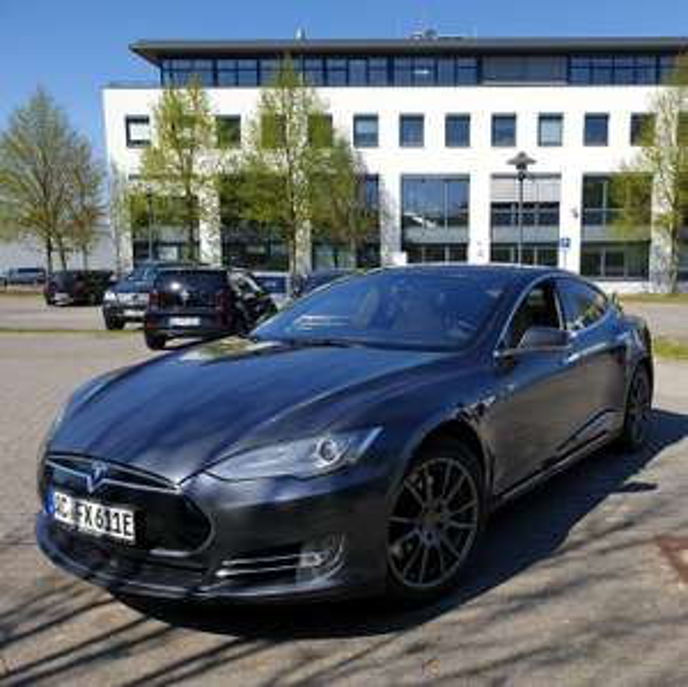 Tesla Model S mieten ab einem Tag - unbegrenzt Laden und Kilometer [Aachen/Bonn/Kempten]