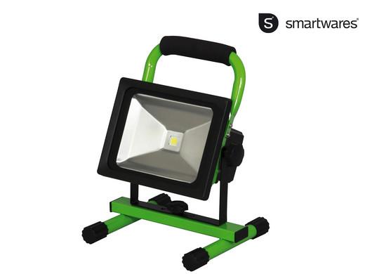 Smartwares Akku-LED-Baustrahler (1300 Lumen, 20W, IP65, Kabellos, Ladegerät, KFZ-Ladegerät) [iBOOD]