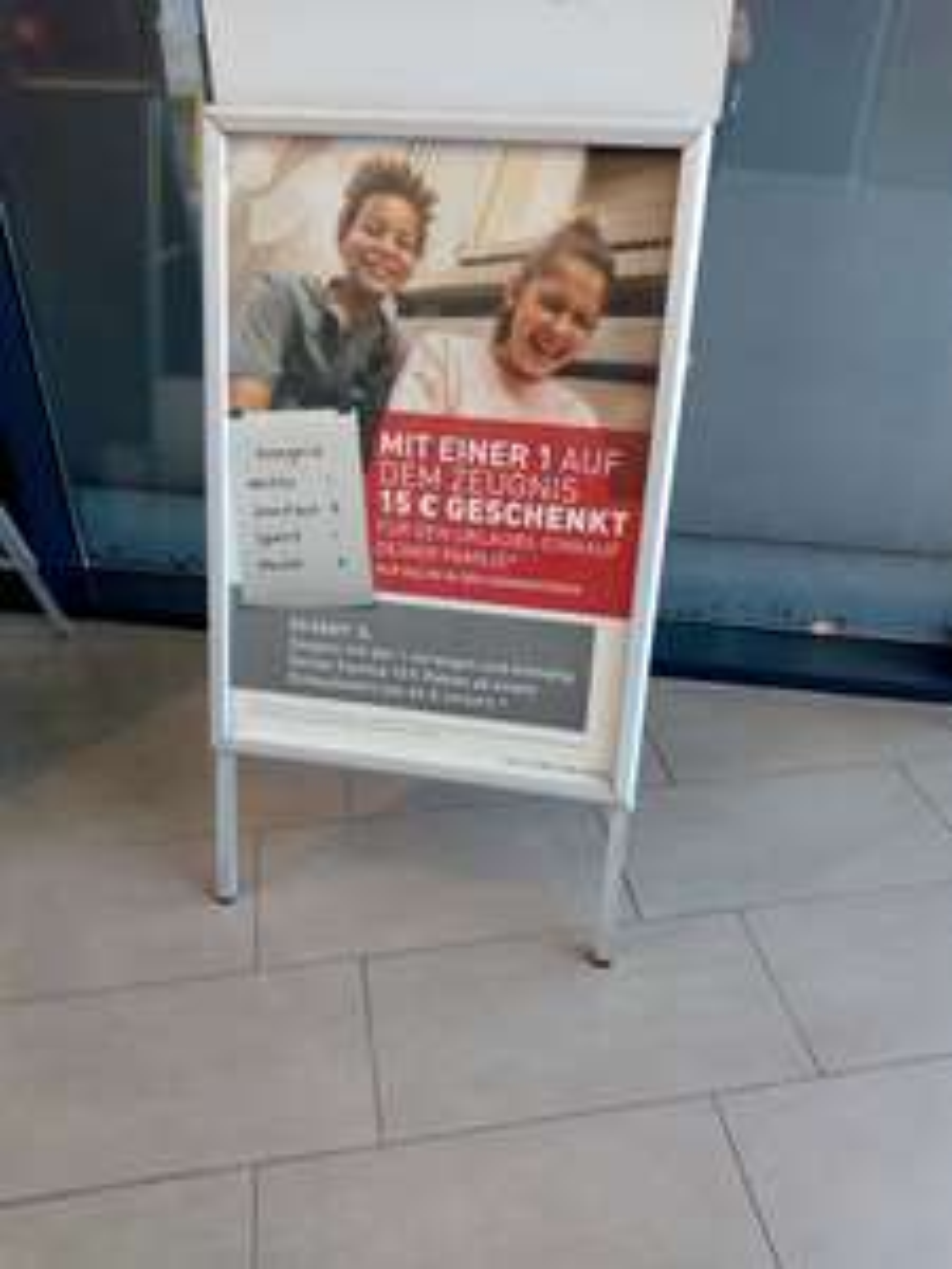 Intersport Voswinkel 15€ Rabatt bei mindestens einer 1 auf dem Zeugnis MBW 60€