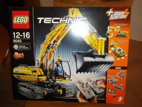 *Erinnerung* [Real] Lego Technik Raupenbagger für 125,10 Euro am 08.12.