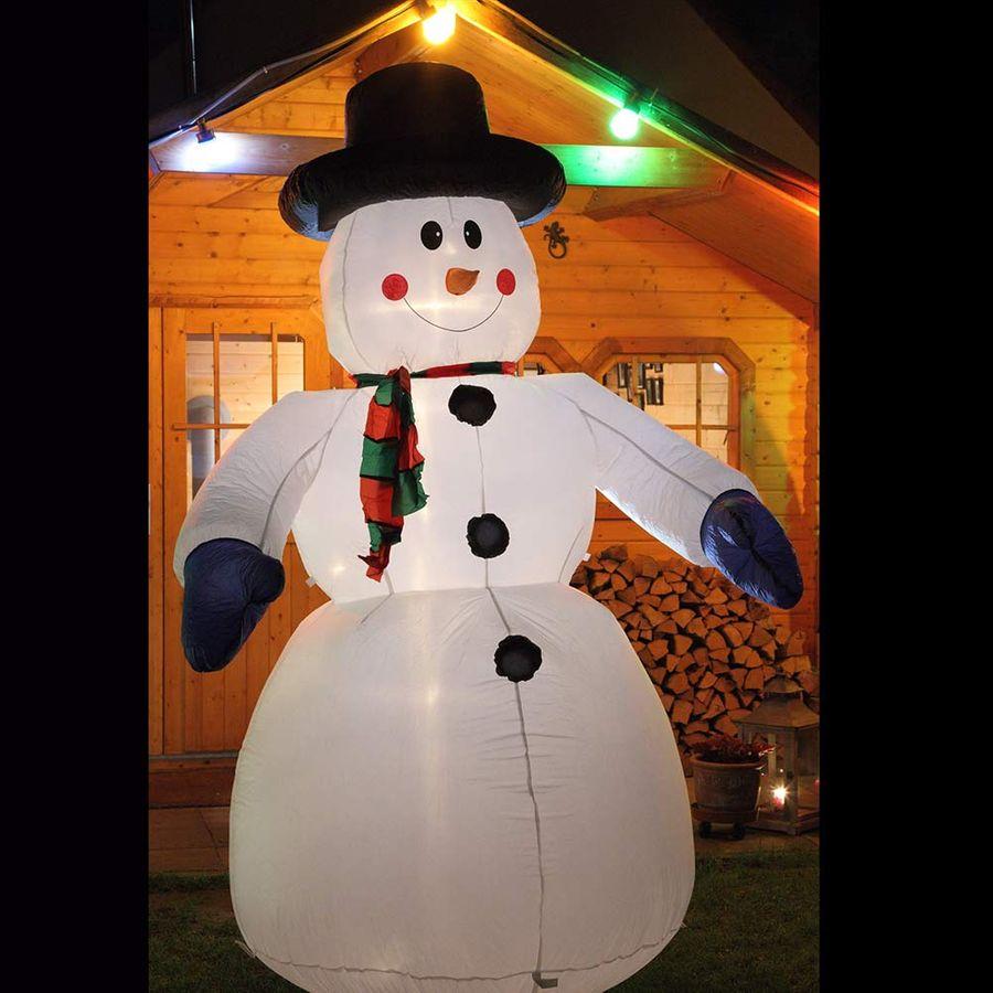 Nach Weihnachten ist vor Weihnachten: 2,4m großer aufblasbarer Schneemann!