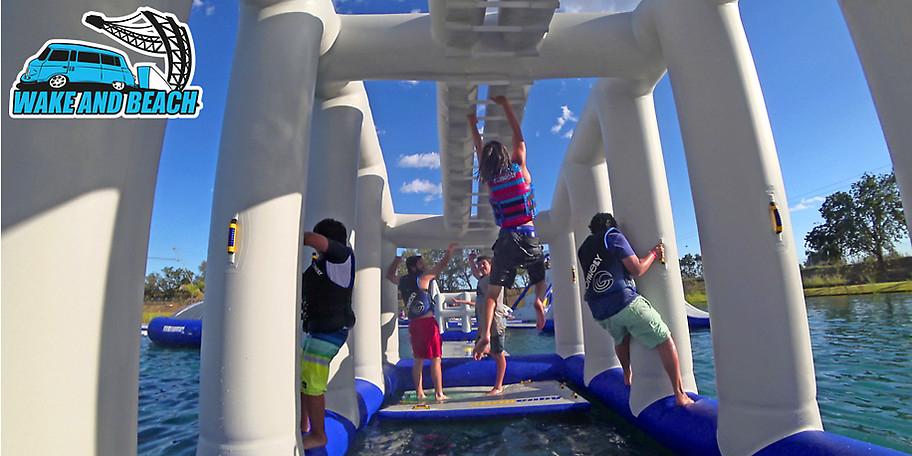 Für das Wake and Beach Halbendorf gibt es Tageskarten für den Aquapark für die Hälfte