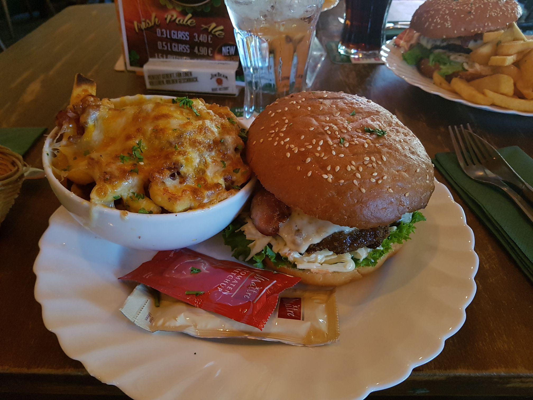 Bacon Burger mit Beilage Lenoks Mannheim