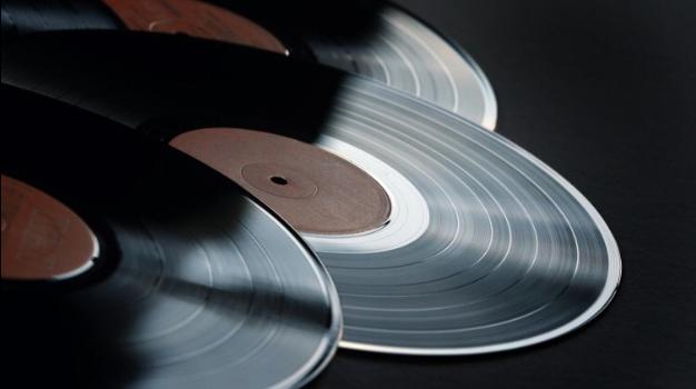 Über 600 Vinyl Versandkostenfrei im Angebot bei Saturn