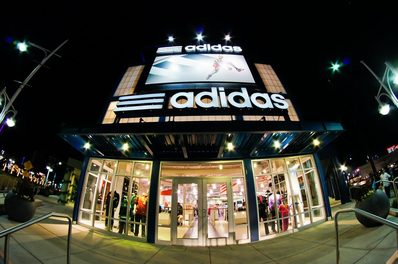 [Corporate Benefits] Adidas 30% Rabattcode mit 15% auf Geschenkgutscheine kombinierbar