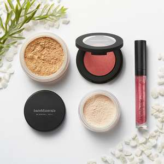 bareMinerals-Set mit Foundation, Mineral Veil, Lipgloss & Rouge für 39,99€ (34,99€ mit Neukundengutschein)