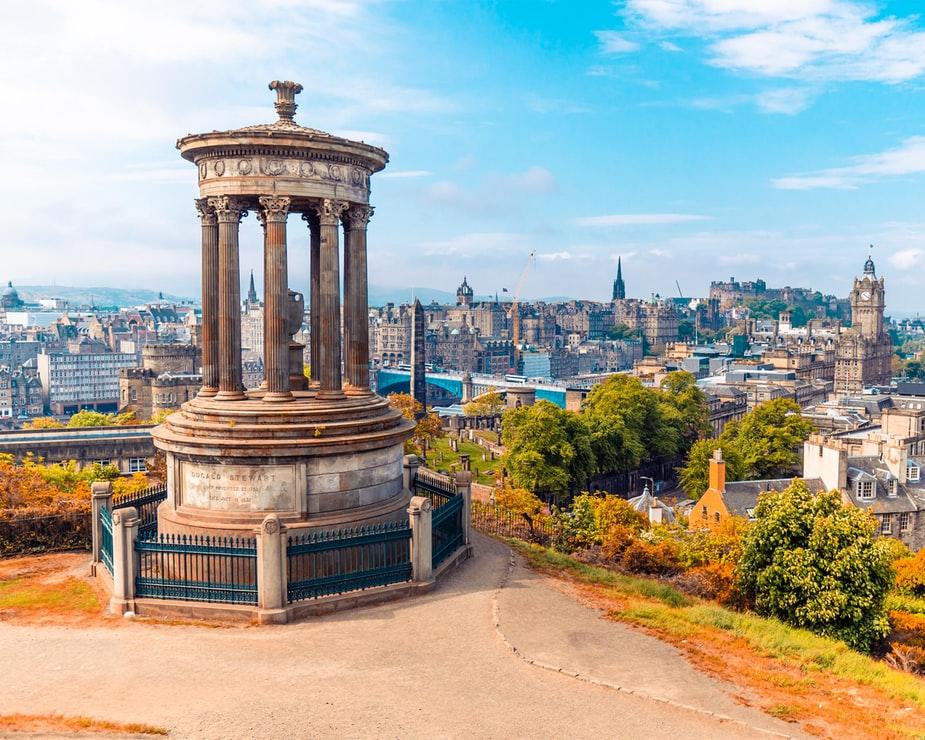 Flüge: Edinburgh / Schottland ( Okt-Nov ) Hin- und Rückflug von Hamburg, Berlin, Memmingen oder Karlsruhe ab 11€