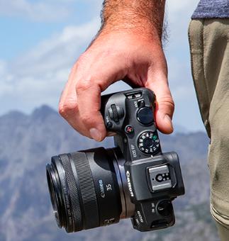 Spiegellose Vollformatkamera: CANON EOS RP Gehäuse + Bajonettadapter EF-EOS R Systemkamera 26.2 MPX, Touchscreen, WLAN od. FUJIFILM X-T30