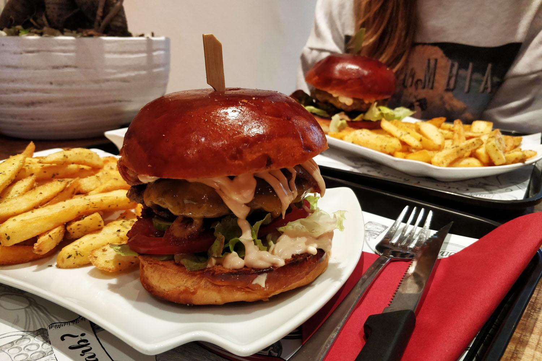 [Stuttgart] Leckeres Burger-Menü für 2 Personen mit Toppings, Pommes Frittes & hausgemachter Limonade für 17,90€ bei Lowcarb und Cheaters
