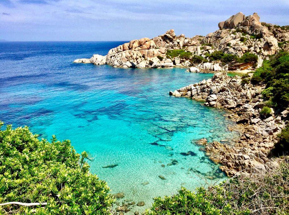 Flüge: Sardinien [April - Aug. inkl. Sommer] Hin und Zurück mit easyJet von Basel und Berlin nach Cagliari, Olbia und Alghero ab nur 22€